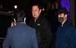 Chân dung Đại sứ Myanmar ở Anh bị nhốt ngoài cửa văn phòng