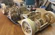 Thiếu niên này tự chế xe bằng gỗ, động cơ V8 hoạt động được