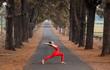 Cô gái trình diễn yoga giữa núi rừng Gia Lai