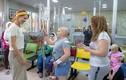 Xúc động loạt ảnh Đệ nhất phu nhân Syria thăm trẻ ung thư