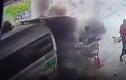 Video: Xe cứu thương phát nổ khi đang chuyển bệnh nhân