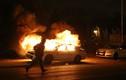 Mỹ: Người biểu tình điên cuồng lật xe cảnh sát