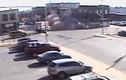 Chạy công an, cô gái lao ô tô đâm đổ tòa nhà