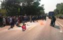 Đội thúng phân trên đầu đi qua đường, người phụ nữ bị xe tông chết