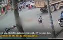 Video: Khoảnh khắc 3 mẹ con bị xe tải cuốn vào gầm