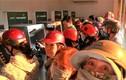 Hàng trăm người xếp hàng chờ đợi rút tiền ngày giáp Tết
