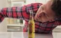 Mở nắp chai bia mà không cần chạm vào chai