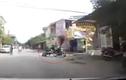 Học sinh đi xe máy lao đầu vào cửa sắt
