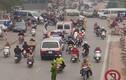 Cảnh tượng giao thông kỳ lạ trên đường phố Hà Nội