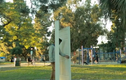 """Cánh cửa ma thuật """"nuốt chửng"""" người ở công viên"""