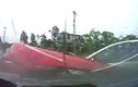 Kinh hoàng cảnh ô tô vượt đèn đỏ gây tai nạn  thảm khốc