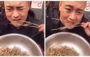 Nổi da gà clip chàng trai ngấu nghiến nhai bọ cạp sống
