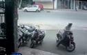 Clip: Khổ chủ bất lực đứng nhìn tên trộm SH tẩu thoát