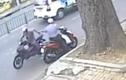 Bất lực nhìn tên cướp điện thoại tẩu thoát ngay giữa phố