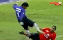 Rợn người pha trả đũa của thủ môn