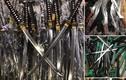 Thu giữ lô hàng có hàng trăm đao, kiếm và công cụ hỗ trợ ở Hà Nội