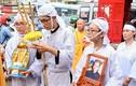 Vợ con nghệ sĩ Xuân Hiếu khóc nghẹn trong lễ đưa tang