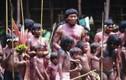 Choáng với bộ tộc nhốt thiếu nữ dậy thì trong lồng một tháng