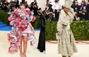 Ngán ngẩm những trang phục cực độc của Rihanna trên thảm đỏ