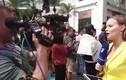 Video: Nữ phóng viên Nga xinh đẹp đội nón lá đưa tin thượng đỉnh Mỹ-Triều