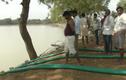 Video: Hút cạn hồ nước vì phát hiện xác cô gái nhiễm HIV
