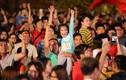 Video: CĐV khóc, cười, hụt hẫng đến vỡ òa trong loạt penalty Việt Nam - Jordan