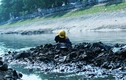 Mục kích công nhân hì hục nạo vét sông Tô Lịch hôi thối