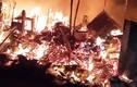 Cháy dữ dội sát trường tiểu học SOS, người dân vội ôm tài sản bỏ chạy