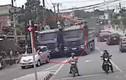 Video: 2 xe ben coi thường mạng người, đua tốc độ kinh hoàng