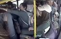"""""""Yêu râu xanh"""" bị đánh hội đồng vì giở trò bệnh hoạn trên xe buýt"""
