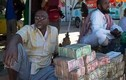 Kỳ lạ nơi nghèo đói khủng khiếp nhưng có cả chợ bán tiền theo cân để kiếm sống
