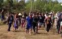 Video: Đi đưa tang bị hàng xóm cản đường, hàng chục người bỏ quan tài lao vào đánh nhau