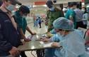 Bác sĩ làm thơ tặng nhân viên y tế xuyên đêm chống COVID-19
