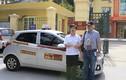 Tài xế taxi Bắc Á trả lại 7.000 USD khách bỏ quên