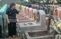 Hơn 300 ngôi mộ ở Hà Nội bị đập vỡ bát hương