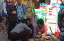 Người dân tá hỏa phát hiện thi thể bé mới sinh trong thùng rác