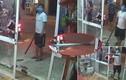 Video: Côn đồ bịt khẩu trang cầm gậy đập phá nhà dân bên đường