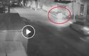 Video: Đi bộ trong đêm, hai người phụ nữ bị xe ô tô tông văng xa vài mét