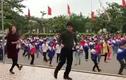 Video: Trường quê tập thể dục bằng điệu nhạc Disco đã mắt