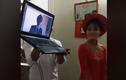 Video: Xúc động kỳ lạ lễ ăn hỏi cô dâu đứng cạnh... laptop