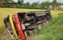 Video: Xe buýt lao xuống ruộng, nhiều hành khách lấm lem bùn đất