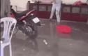 Video: Người phụ nữ phá sạch đồ đạc trong nhà