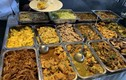 Hàng ăn cố thủ không chịu giảm giá mặc dù thịt lợn đã hết sốt