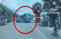 Vdeo: Đánh lái tránh nữ tài xế, xe ben gây tai nạn kinh hoàng