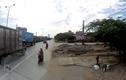 Video: Trộm vặt gương container đỗ ven đường trong nháy mắt