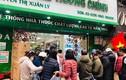 Dịch COVID-19 diễn biến phức tạp, người Hà Nội xếp hàng mua khẩu trang