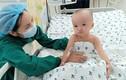 Hình ảnh đáng yêu của cặp song sinh sau gần tháng mổ tách dính