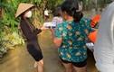 Ngắm trang phục giản dị của Thủy Tiên trong mỗi chuyến đi từ thiện