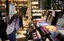 Giới trẻ châu Á 'tiêu tiền như người Mỹ' và gánh nặng nợ ngập đầu
