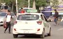 Video: Bị tố để taxi độc quyền, bệnh viện Bạch Mai nói gì?